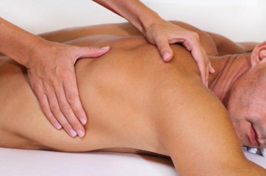 les preliminaires massage erotique a 4 mains