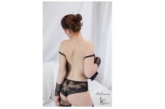 Dos nu de Palaume, femme sexy