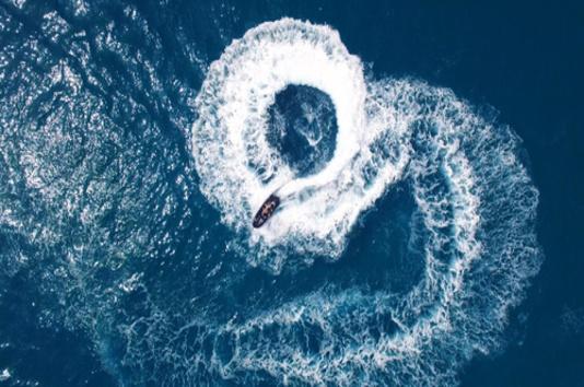 faire l'amour sur un jetski au milieu de la mer