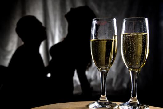 champagne couple soirée torride