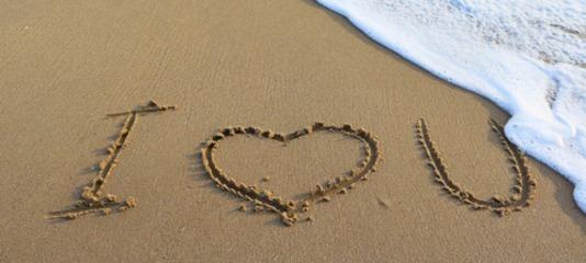 i love you écrit dans le sable