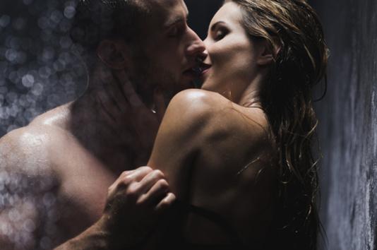 sous la douche en couple
