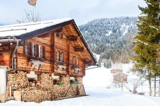 Un chalet au ski, à la campagne